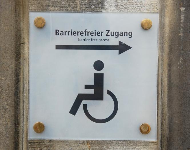 Barrierefreier Zugang auf der rechten Seite